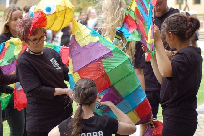 DADAA | children and lanterns