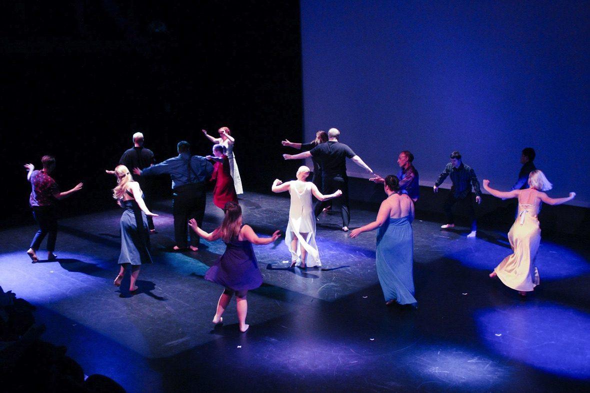 DADAA | Tracksuit dancers