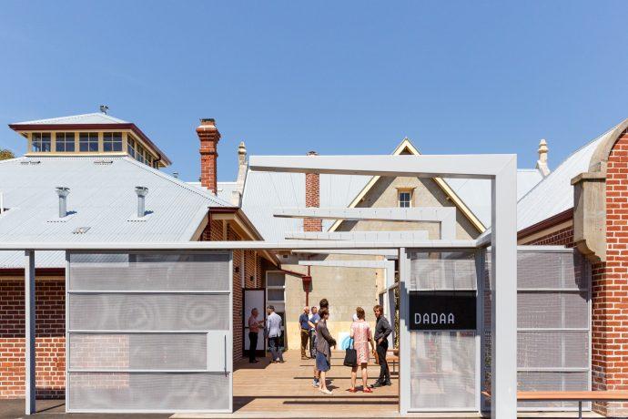 Exterior DADAA Fremantle